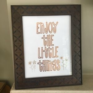 "Wooden famed ""Enjoy the Little Things"" quote"